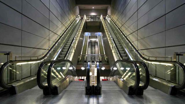 武汉物业保洁外包如何清洁电扶梯,这里有方法!