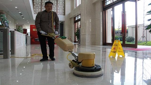 武汉制定办公楼物业保洁标准,对绿化、清洁有详细要求。