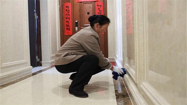 开荒保洁公司齐峰物业保洁清洁地板窍门